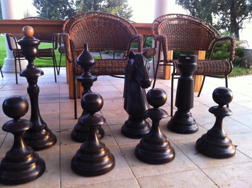 Большие шахматы из дерева